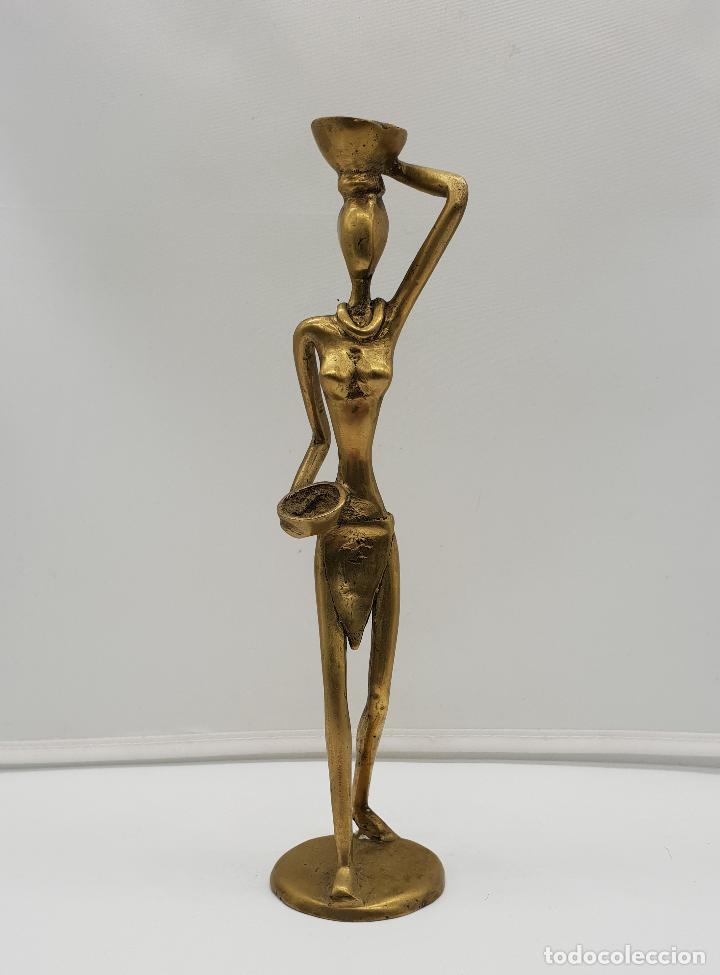 Arte: Escultura antigua africana en bronce de nativa de Dahomey portando cestas para fruta, hecha a mano . - Foto 2 - 145796922