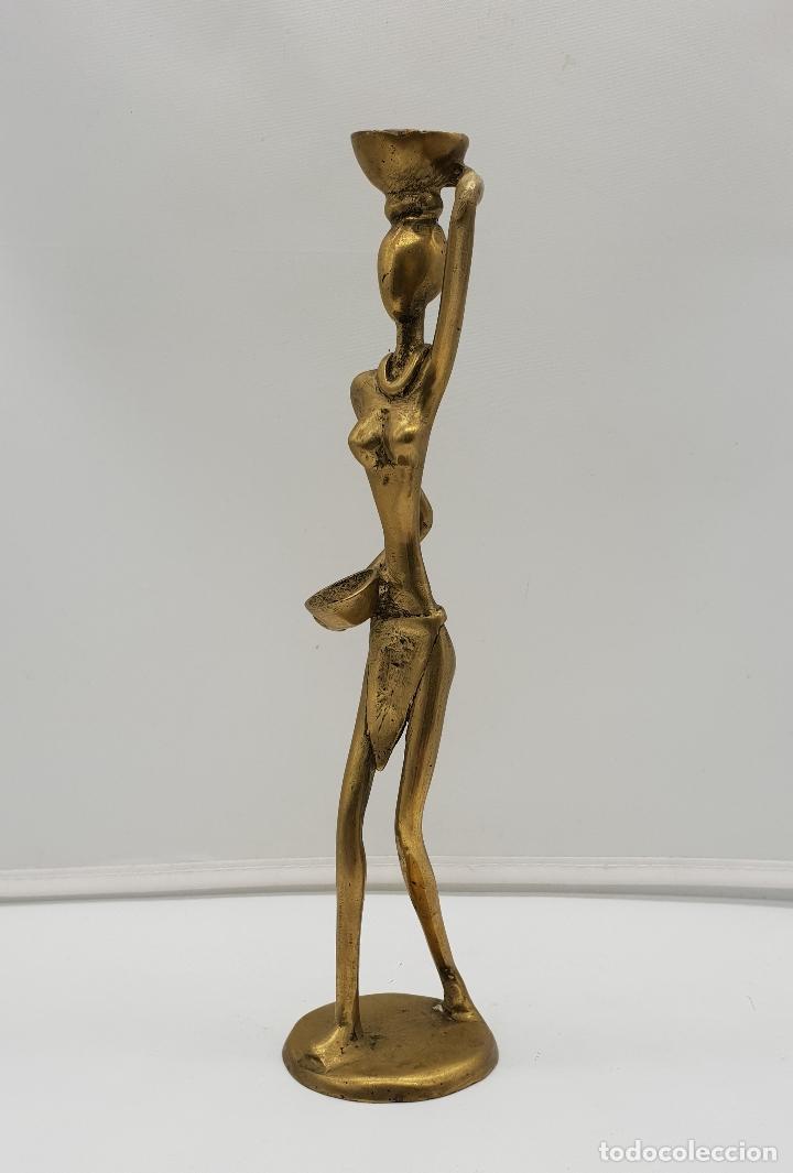 Arte: Escultura antigua africana en bronce de nativa de Dahomey portando cestas para fruta, hecha a mano . - Foto 3 - 145796922