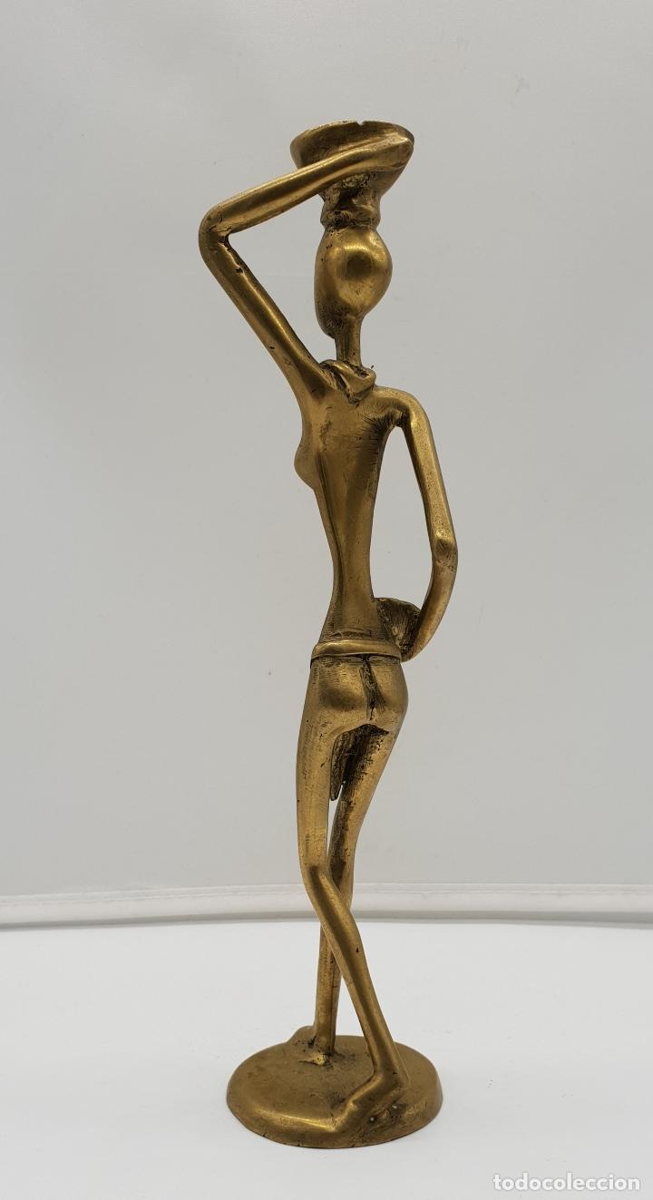Arte: Escultura antigua africana en bronce de nativa de Dahomey portando cestas para fruta, hecha a mano . - Foto 4 - 145796922