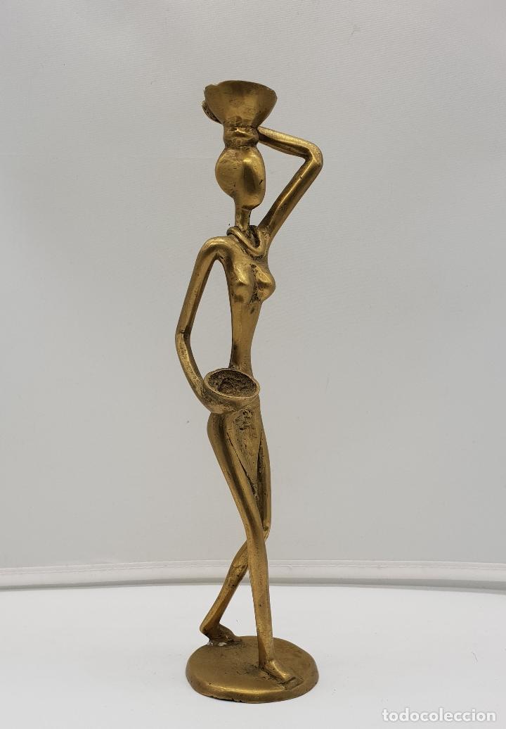 Arte: Escultura antigua africana en bronce de nativa de Dahomey portando cestas para fruta, hecha a mano . - Foto 6 - 145796922