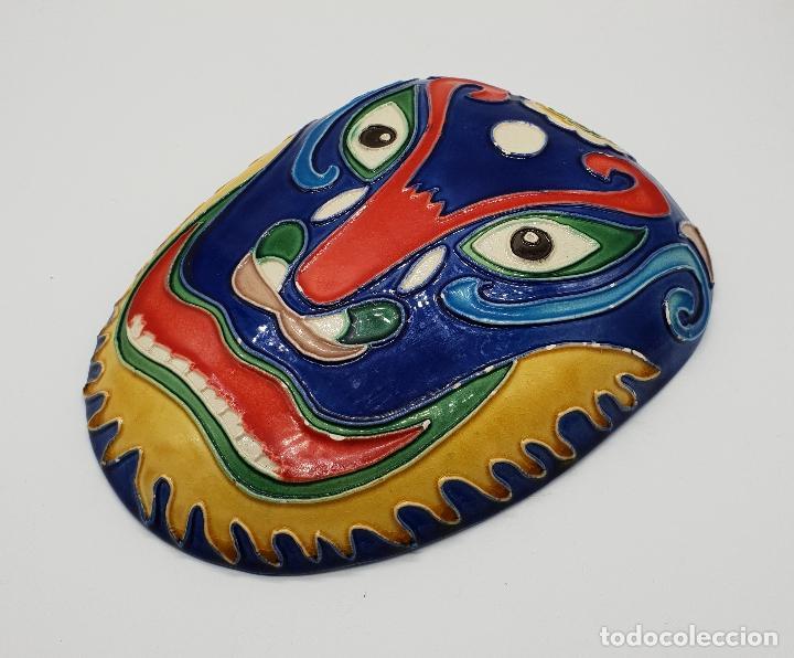 Arte: Gran mascara antigua Maori en cerámica con bellos relieves hecha y minuciosamente esmaltada a mano . - Foto 2 - 145798374