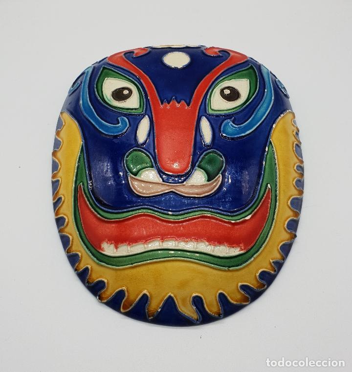 Arte: Gran mascara antigua Maori en cerámica con bellos relieves hecha y minuciosamente esmaltada a mano . - Foto 3 - 145798374