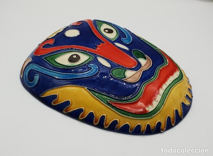 Arte: Gran mascara antigua Maori en cerámica con bellos relieves hecha y minuciosamente esmaltada a mano . - Foto 4 - 145798374