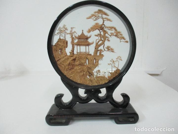 BONITO DIORAMA CHINO - VITRINA DE MADERA LACA NEGRA - MURAL, PAGODA EN CORCHO - AÑOS 50 (Arte - Étnico - Asia)