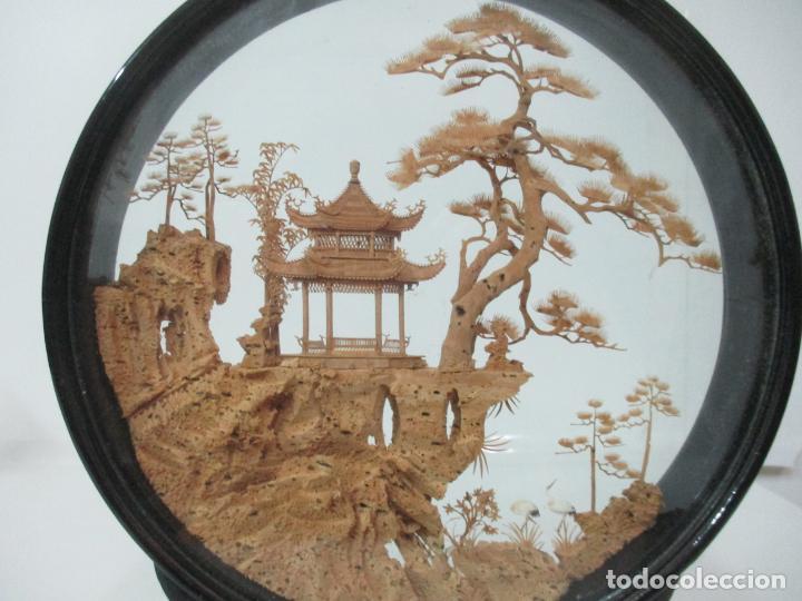Arte: Bonito Diorama Chino - Vitrina de Madera Laca negra - Mural, Pagoda en Corcho - Años 50 - Foto 3 - 145823614