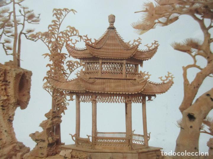 Arte: Bonito Diorama Chino - Vitrina de Madera Laca negra - Mural, Pagoda en Corcho - Años 50 - Foto 4 - 145823614