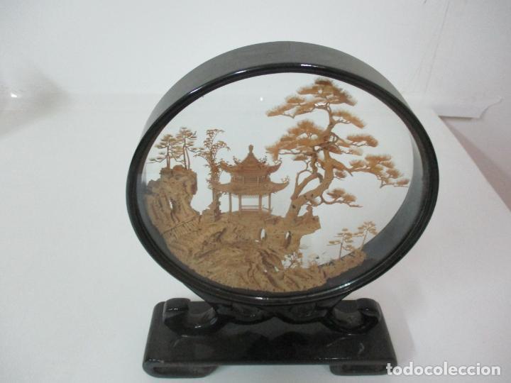 Arte: Bonito Diorama Chino - Vitrina de Madera Laca negra - Mural, Pagoda en Corcho - Años 50 - Foto 8 - 145823614