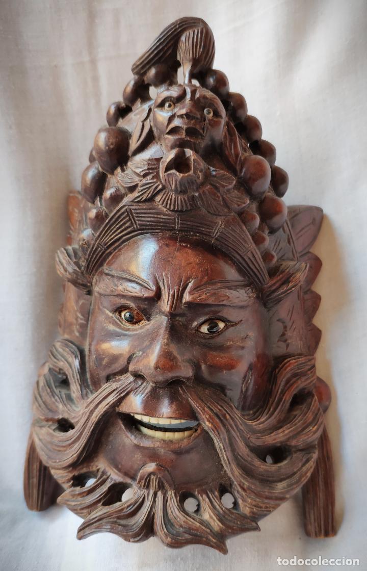 ANTIGUA MASCARA TALLADA EN MADERA CAOBA CON DETALLES EN HUESO - ASIA - ESPECTACULAR (Arte - Étnico - Asia)