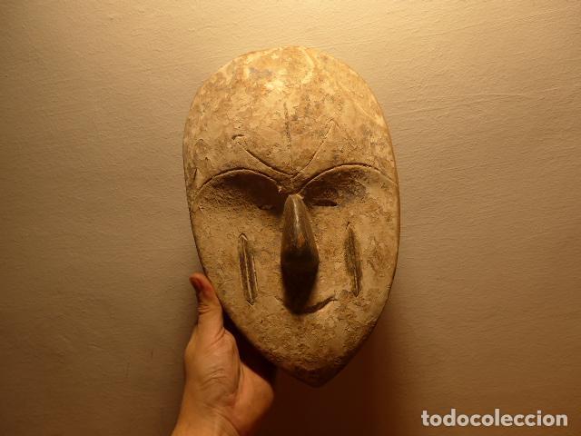 ANTIGUA MASCARA AFRICANA DE MADERA TALLADA, ORIGINAL, DE TRIBU DE GABON, AFRICA. (Arte - Étnico - África)