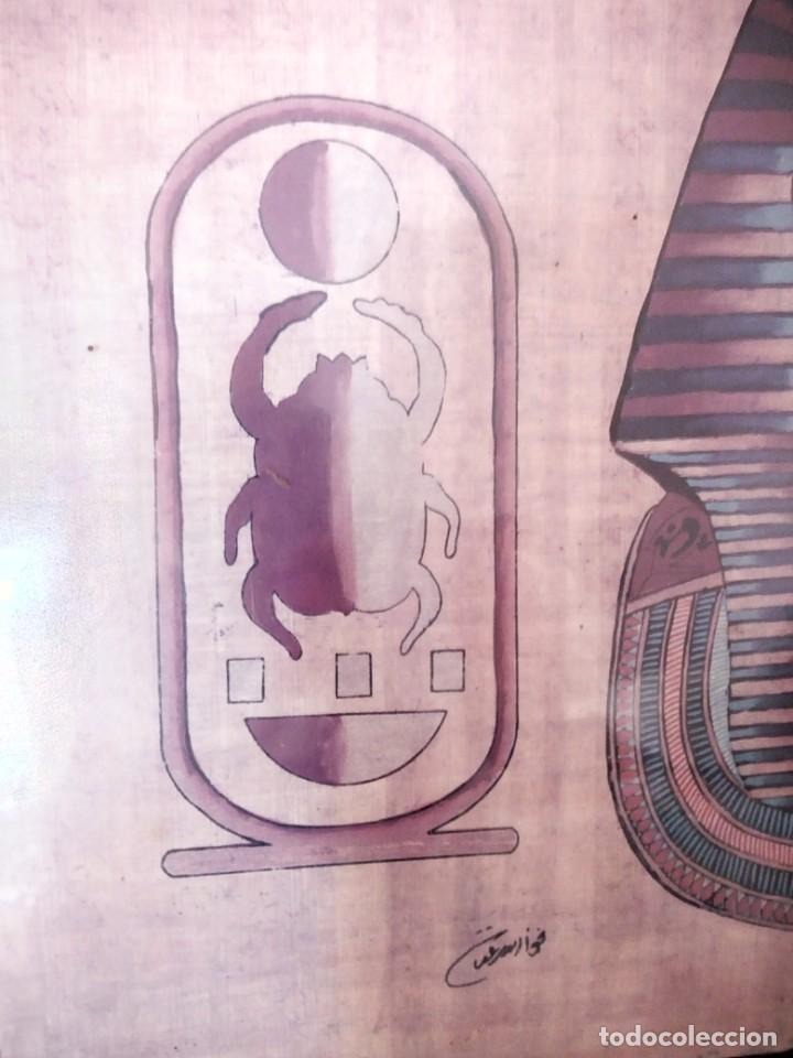 Arte: Precioso papiro con imagen de faraón tuntankamon, firmado.color poco común. Enmarcado. - Foto 5 - 147831346
