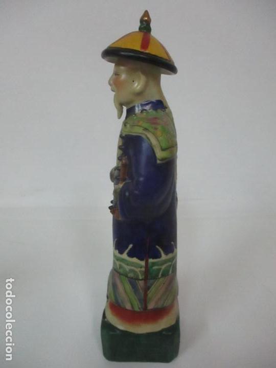 Arte: Pareja de Emperadores Orientales - Figura Porcelana de Biscuit - Pintados a Mano - Sello en la Base - Foto 20 - 149035838
