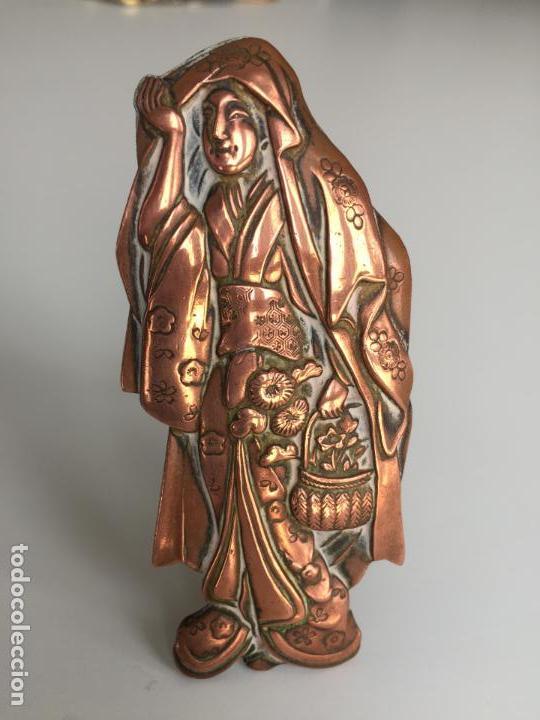 FIGURA CHINA REALIZADA A MANO SOBRE COBRE , ANTIGUA Y ORIGINAL (Arte - Étnico - Asia)