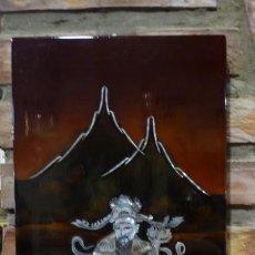 Arte: CUADRO JAPONÉS LACADO CON NACAR RELIEVES- NIÑOS CON ESCENA DE PRESENTACIÓN. Lote 151492906