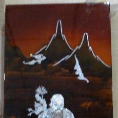 Arte: CUADRO JAPONÉS LACADO CON NACAR, RELIEVES- ANIMALES Y NIÑOS CON ESCENA. Lote 151495362