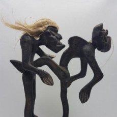 Arte: ESCULTURA ANTIGUA ERÓTICA AFRICANA EN MADERA TALLADA A MANO .. Lote 152660954