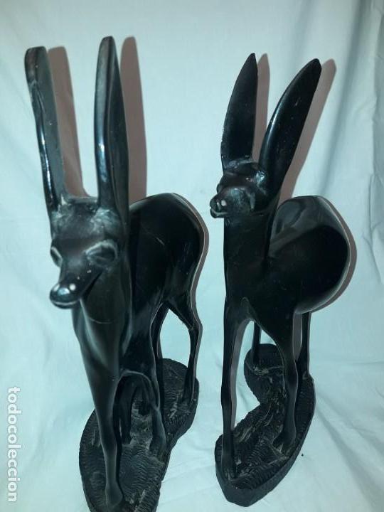 Arte: Preciosas esculturas africanas talla madera de Ébano pareja de gacelas con cría 38cm 2.5kg - Foto 9 - 154955542