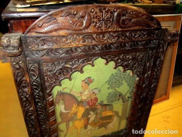 Arte: cuadro de caballeros pintados sobre tela de seda y enmarcados en ventana antigua - Foto 2 - 155607290