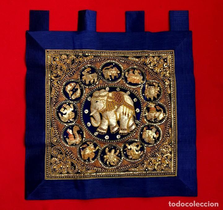 Arte: EXTRAORDINARIO TAPIZ THAILANDES CON ELEFANTE Y BORDADOS A MANO - 70 X 62 CM - Foto 2 - 155645038