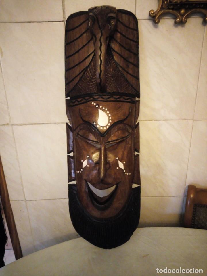 Arte: Extraordinaria mascara africana tallada a mano en madera con incrustaciones de hueso o marfil. - Foto 2 - 159418554