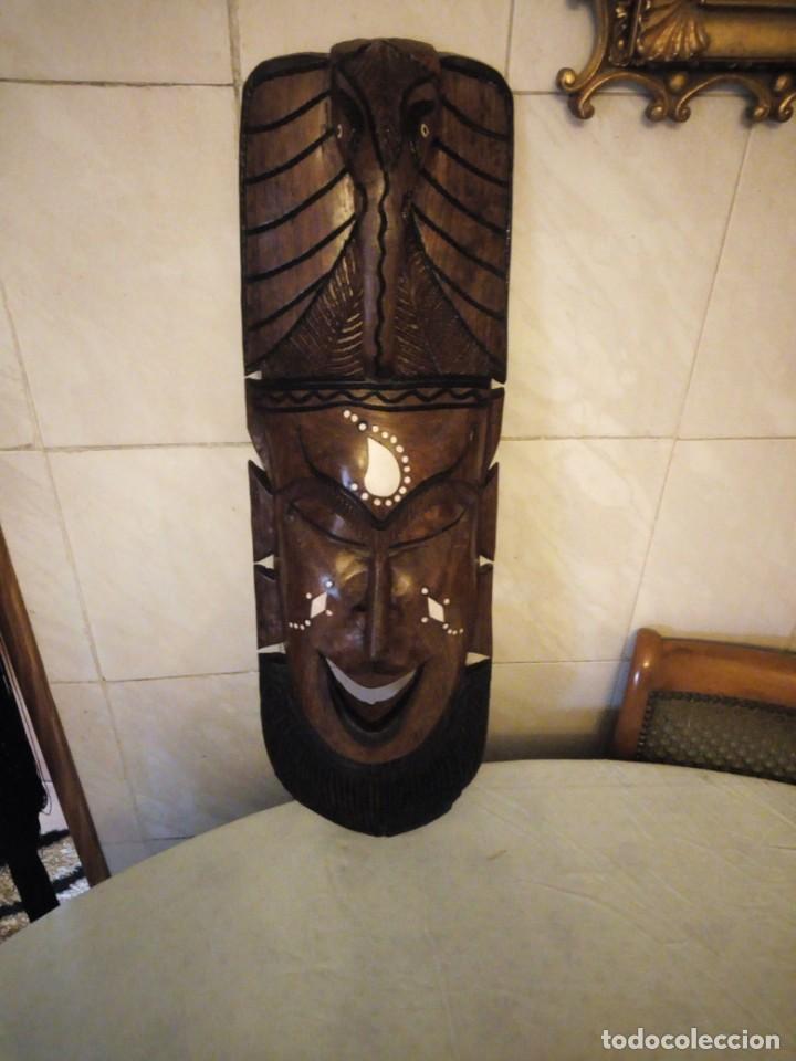 Arte: Extraordinaria mascara africana tallada a mano en madera con incrustaciones de hueso o marfil. - Foto 3 - 159418554