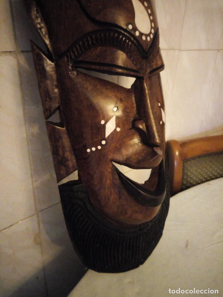 Arte: Extraordinaria mascara africana tallada a mano en madera con incrustaciones de hueso o marfil. - Foto 7 - 159418554