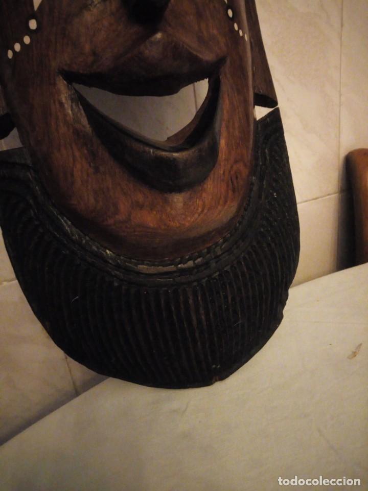 Arte: Extraordinaria mascara africana tallada a mano en madera con incrustaciones de hueso o marfil. - Foto 8 - 159418554