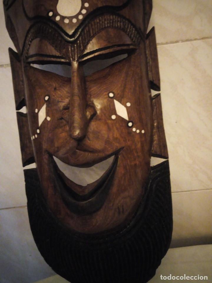 Arte: Extraordinaria mascara africana tallada a mano en madera con incrustaciones de hueso o marfil. - Foto 9 - 159418554
