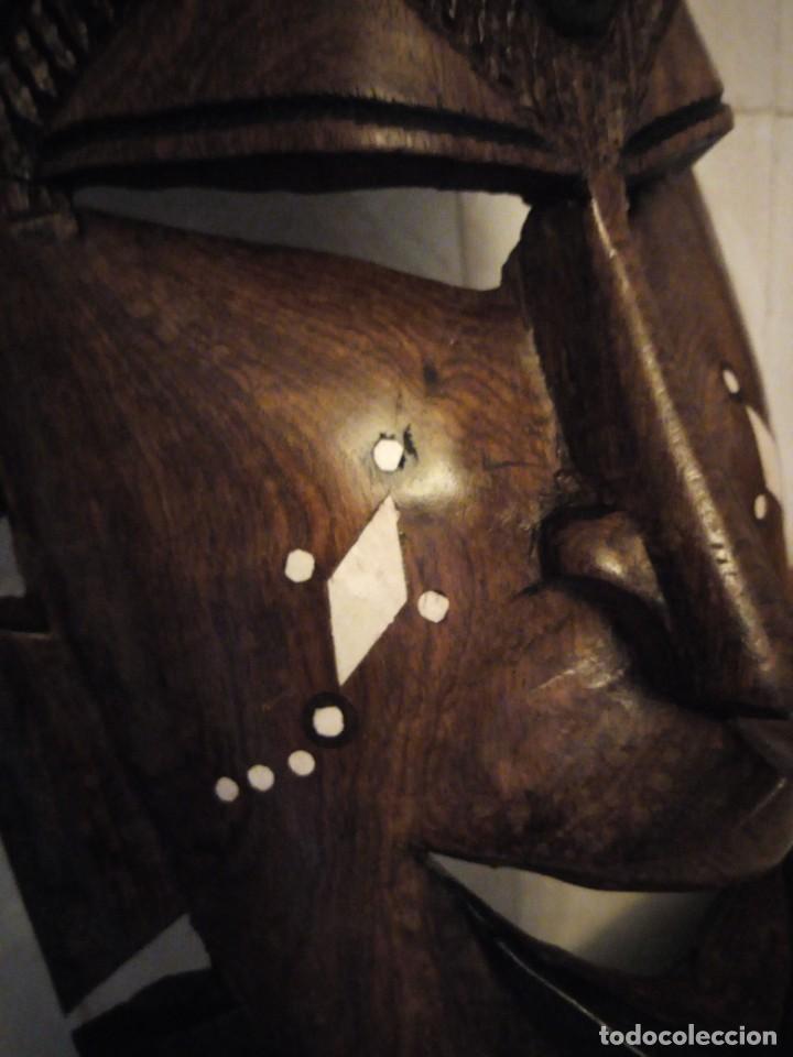 Arte: Extraordinaria mascara africana tallada a mano en madera con incrustaciones de hueso o marfil. - Foto 12 - 159418554