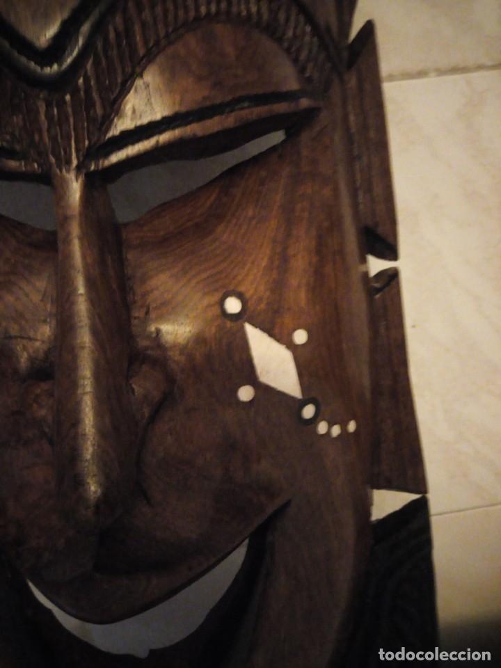 Arte: Extraordinaria mascara africana tallada a mano en madera con incrustaciones de hueso o marfil. - Foto 13 - 159418554