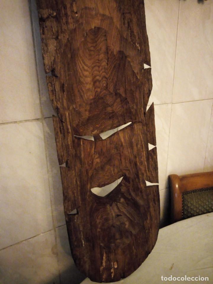 Arte: Extraordinaria mascara africana tallada a mano en madera con incrustaciones de hueso o marfil. - Foto 16 - 159418554