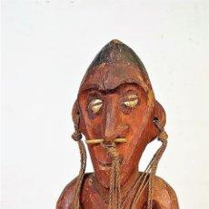 Arte: ÍDOLO SEDENTE. MADERA TALLADA. PAJA TRENZADA. CULTURA YORUBA (?) AFRICA. XIX-XX. Lote 162708030
