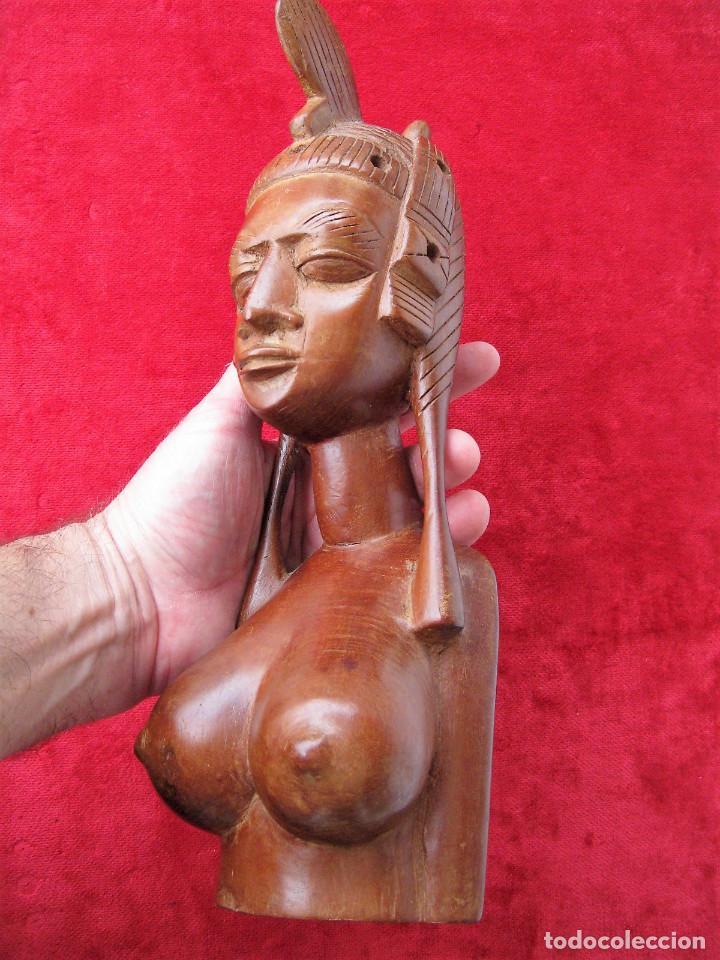 FIGURA ÉTNICA AFRICANA EN MADERA NOBLE DE UNA SOLA PIEZA. MUJER DESNUDA CON PEINADO TRIBAL (Arte - Étnico - África)