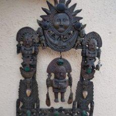 Arte: BONITO COLGANTE DE BRONCE Y PEDRERÍA MAYA, AÑOS 40, BUEN TAMAÑO. Lote 164916297