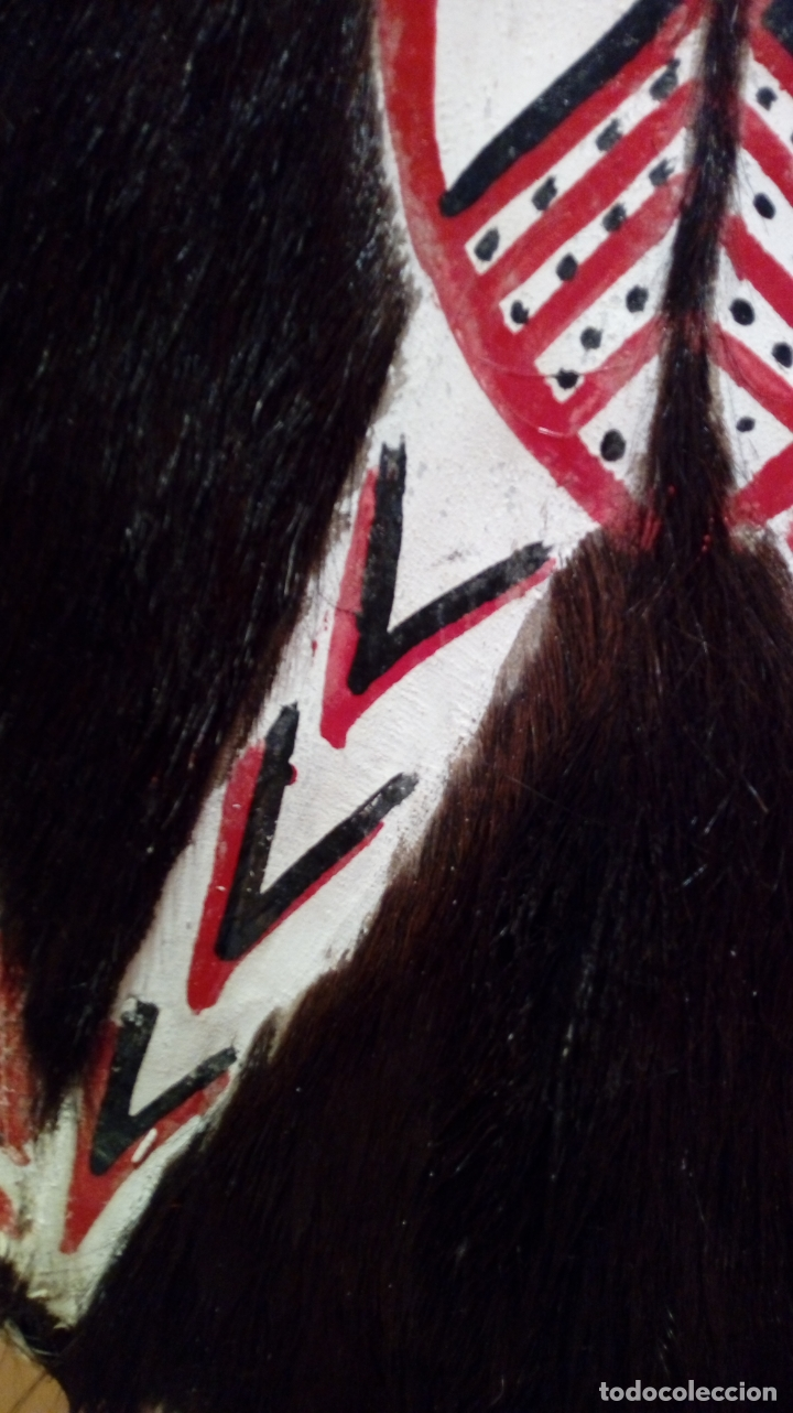 Arte: Escudo africano Masai pintado a mano. Piel bovina con pelo. Medidas 60 X 35 cm - Foto 3 - 168337580