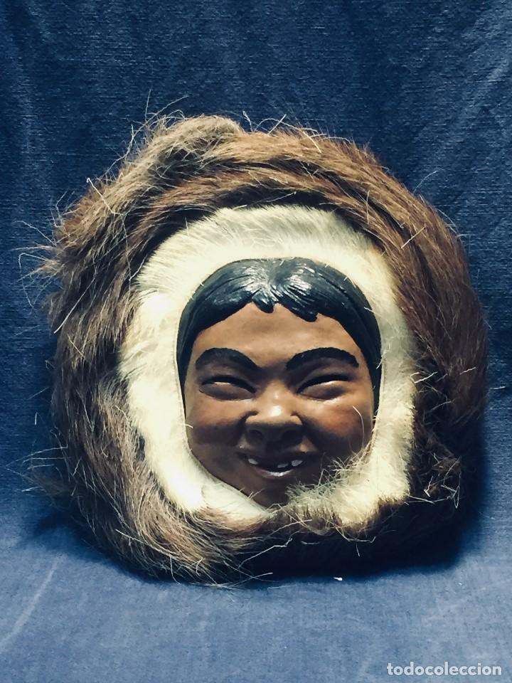 CARA ROSTRO ESQUIMAL ESKIMO RESINA MADERA PIEL PELO ALASKA 1973 23X22X8CMS (Arte - Étnico - América)
