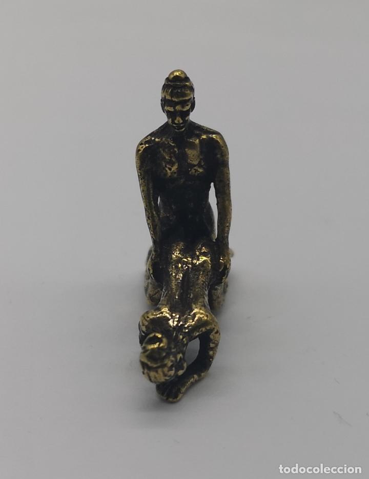Arte: Pequeña figura antigua erotica de bronce, pareja haciendo el amor, pieza de colección tipo netsukes - Foto 4 - 169060388