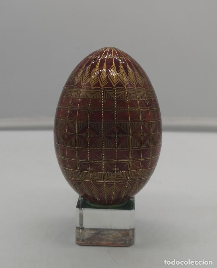 Arte: Magnífico huevo antiguo Ruso de colección en madera pintado a mano y firmado . - Foto 3 - 169081212