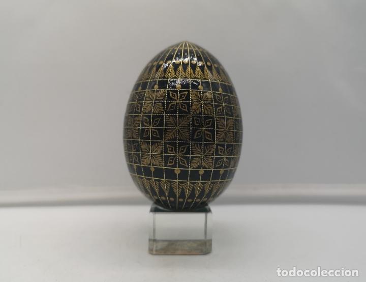 Arte: Magnífico huevo antiguo Ruso de colección en madera pintado a mano y firmado . - Foto 2 - 169177756