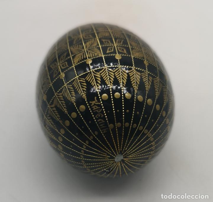 Arte: Magnífico huevo antiguo Ruso de colección en madera pintado a mano y firmado . - Foto 4 - 169177756