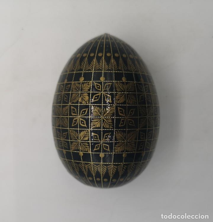 Arte: Magnífico huevo antiguo Ruso de colección en madera pintado a mano y firmado . - Foto 5 - 169177756