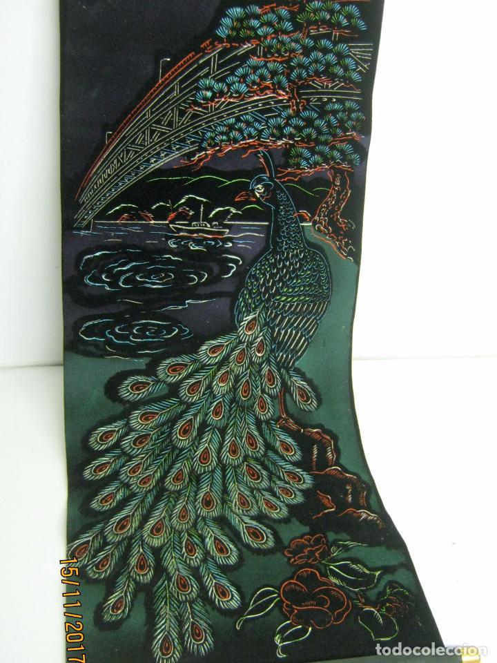 VINTAGE TAPIZ TIPO ESTANDARTE ARTE JAPON 84 CM PAVO REAL (Arte - Étnico - Asia)