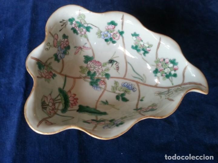 Arte: Antigua pieza China, detalles insectos y flores- con marca - Foto 2 - 171430792