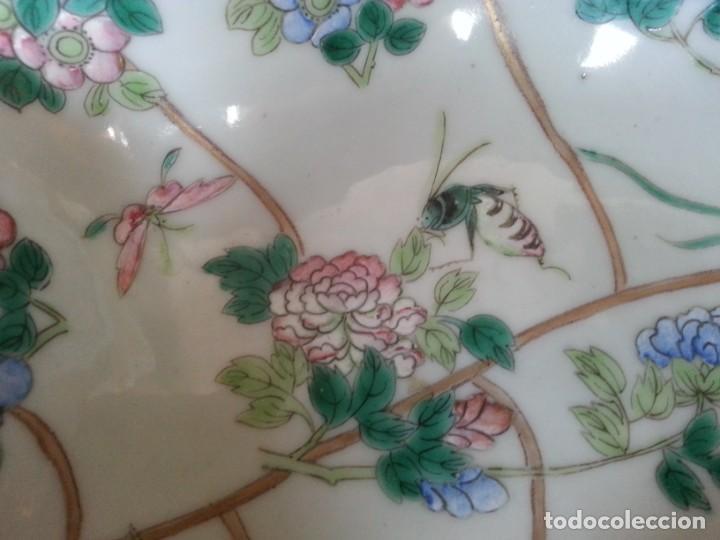 Arte: Antigua pieza China, detalles insectos y flores- con marca - Foto 3 - 171430792