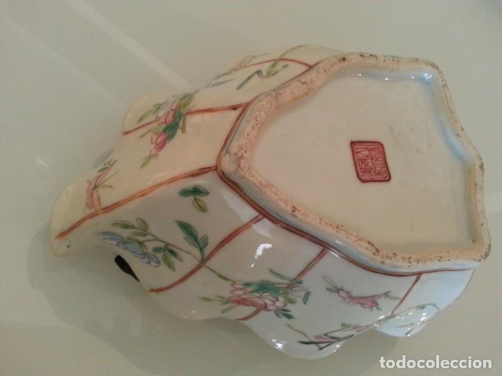 Arte: Antigua pieza China, detalles insectos y flores- con marca - Foto 14 - 171430792