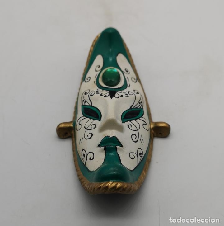 Arte: Bella máscara antigua Veneciana en forma de luna policromada a mano . - Foto 3 - 172423938