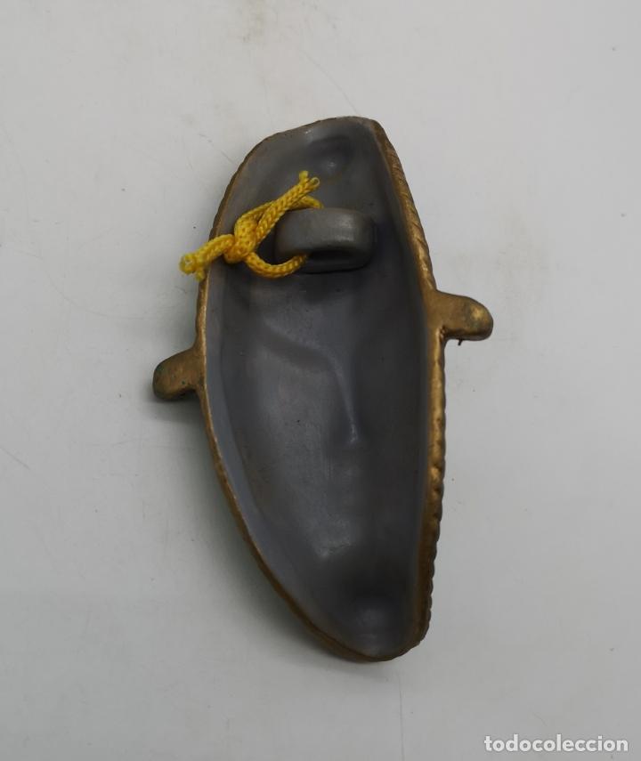 Arte: Bella máscara antigua Veneciana en forma de luna policromada a mano . - Foto 5 - 172423938