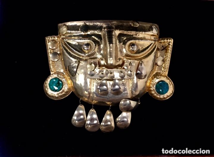 SEÑOR DE SIPAN (IMITACION). CHAPA RECUBIERTA ORO 24 KILATES Y PIEDRAS PRECIOSAS. (Arte - Étnico - América)