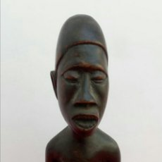 Arte: MATERNIDAD AFRICANA. TALLA EN MADERA, A MANO.. Lote 174060892