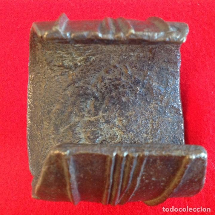 Arte: Preciosa Tobillera de bronce Ekonda, Congo, pesa unos 3 kg. Bien conservada. Ver fotos. - Foto 5 - 176119703