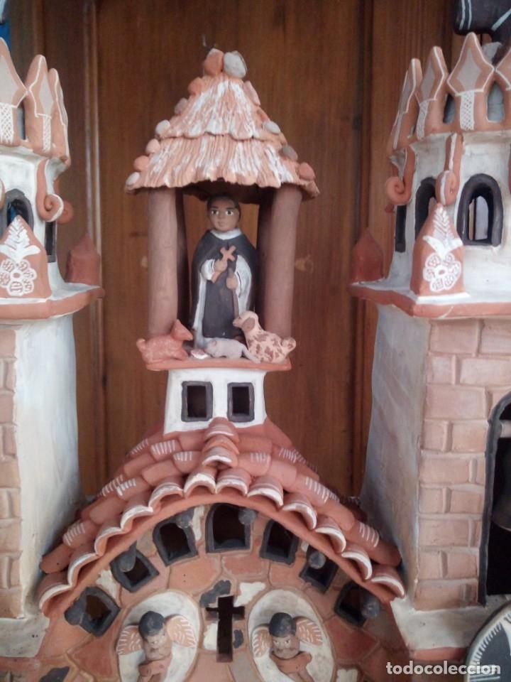 Arte: iglesia cerámica magno huasacca,suyjaruna,con personajes.artesanía,muy detallada.años 70/80,peru - Foto 4 - 177954178